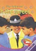 LITTLE NIPPERS: WHO HELPS US - IN THE STREET - BIG BOOK